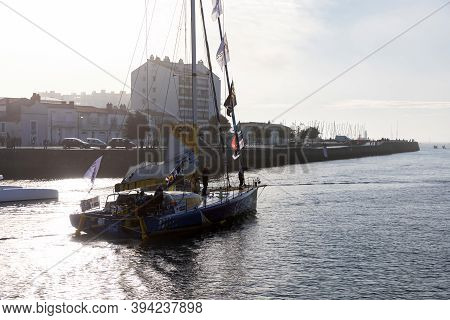 Les Sables D'olonne, France - November 08, 2020: Manuel Cousin Boat (groupe Setin) In The Channel Fo