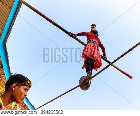 November 2019 Pushkar,rajasthan,india A Girl Performs Street Acrobatics By Walking On Tight Rope At