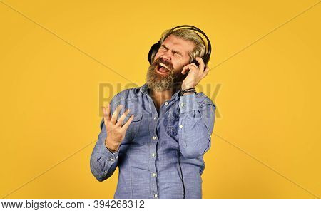 Music Beat. Man Bearded Hipster Headphones Listening Music. Dj Hipster. Excellent Music Playlist. Hi
