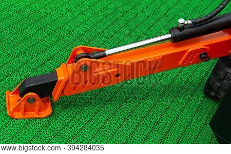 Crane Stabilizer Foot, Hydraulic Column For Lifting Vehicle Up Into The Air. Hydraulic Support Const