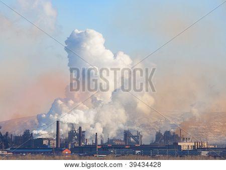 Metallurgical factory. Environmental contamination. Smoke pipe.