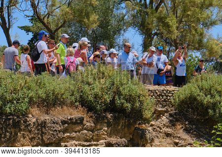 Excursion To The Roman Terms Anthony, Park Carthage In Tunisia. The Guide Tells The Tour About Antiq