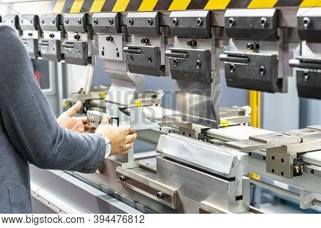 Close Up Teeth Of The Semi Automatic Hydraulic Bending Machine And The Technician's Hands Catch The