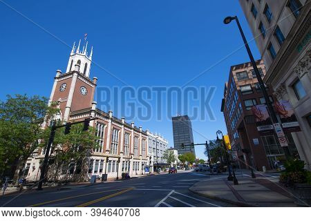 Manchester, Nh, Usa - Aug. 29, 2019: Manchester City Hall At 1 City Hall Plaza At Elm Street In Down