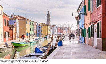 Venice, Italy - October 29, 2016: Tourists Walking Along The Multi-colored Houses And The Canals On