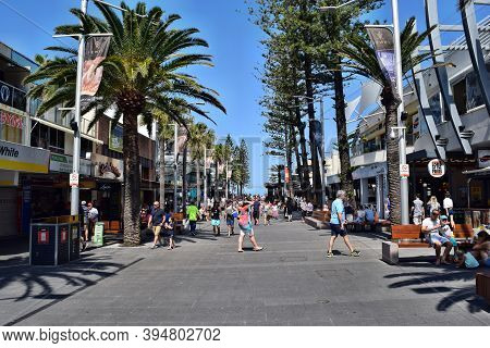 An Amazing Avenue, Main Street To Surfers Paradise In Gold Coast