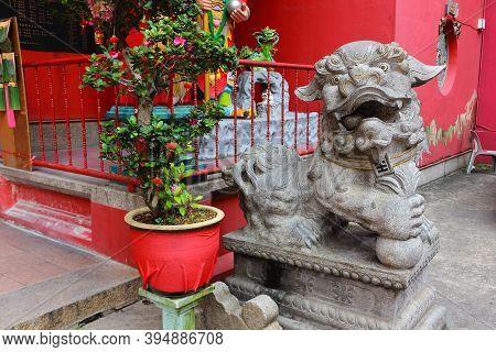 Kuala Lumpur, Malaysia - March 12, 2019: Guardian Lion Statue At The Taoist Temple A Guan Di Temple