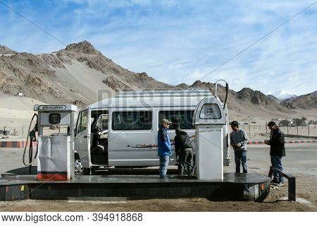 Ladakh, Leh, India - December 11, 2020 : Travelers Filling Their Car With Petrol At Indianoil Gas St