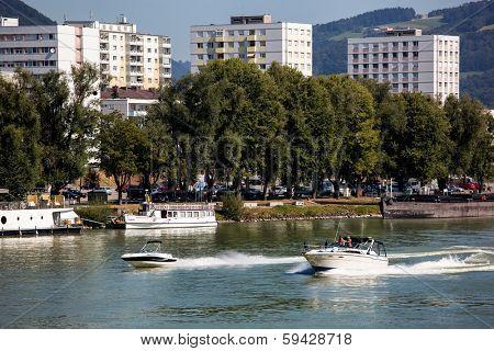 the capital of upper austria in austria is linz. powerboats urfahr