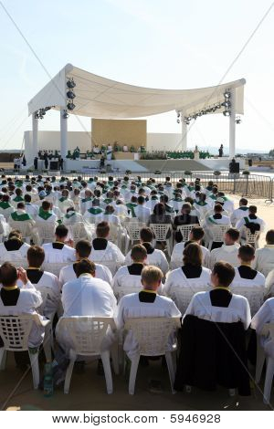 Bento XVI celebrando uma missa