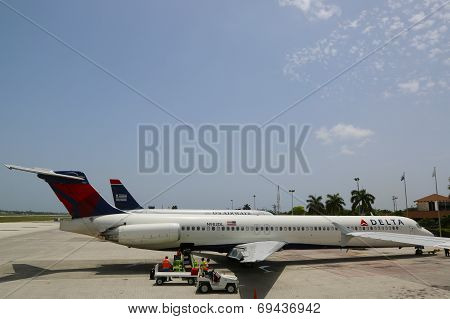 Delta Airlines McDonnell Douglas MD-80 and US Airways jet at Grand Cayman