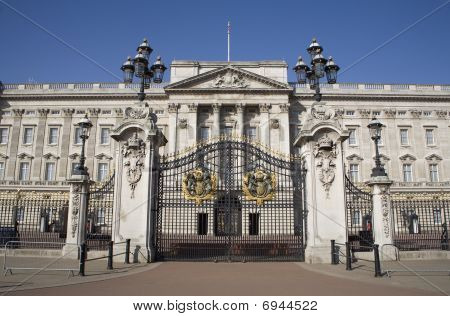 London - Buckingham palace and gate