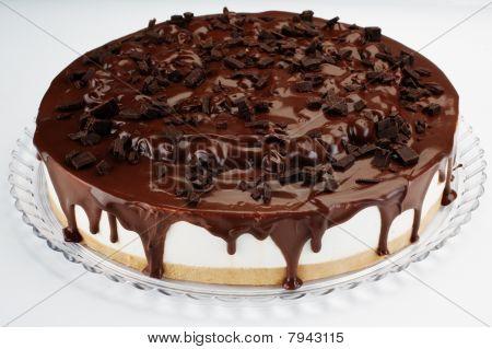 chocolate and cherry cream cake