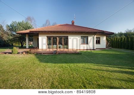 Beautiful Bungalow With Garden