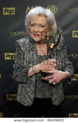 LOS ANGELES - APR 26:  Betty White at the 2015 Daytime Emmy Awards at the Warner Brothers Studio Lot on April 26, 2015 in Burbank, CA