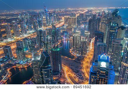 A skyline panoramic view of Dubai Marina showing the Marina and Jumeirah Beach Residence.
