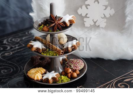 Cakestand with Christmas Cookies