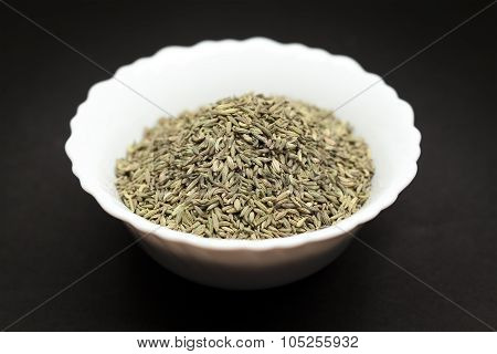 Organic Aniseed in white bowl.