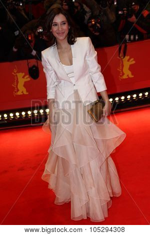 BERLIN, GERMANY - FEBRUARY 09: Sibel Kekilli attends the 'Les Adieux De La Reine' Premiere during  of the 62nd Berlin Film Festival at the Berlinale Palast on February 9, 2012 in Berlin, Germany