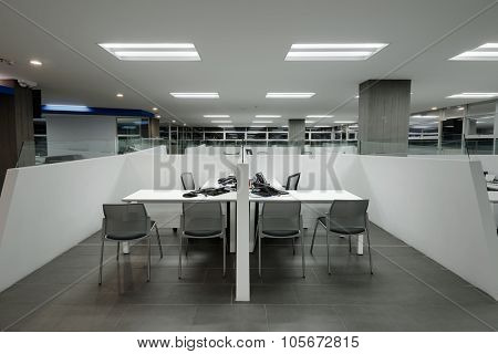 Interior Design: Big empty modern office