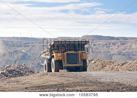 The supersize car in open pit mine