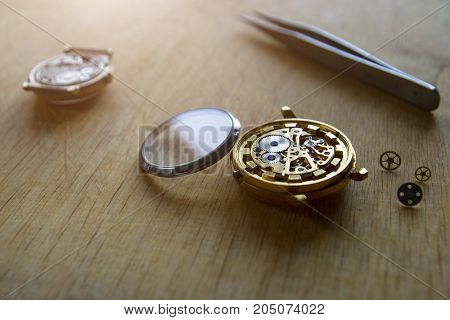 Process of repair of mechanical watches with special tools