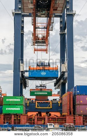Sea Container Gantry Loading Ship