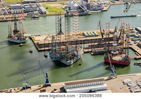 Rog Platform Ship Moored Port