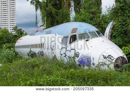 Abandoned Airplaneold crashed plane withplane wreck tourist attractionOld plane wreckout focus
