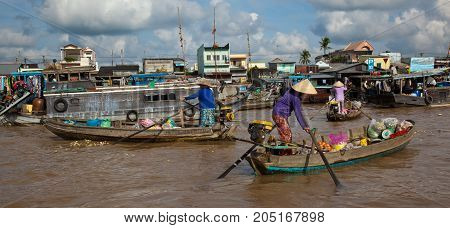 Women Head For Home After Buying Food On The River