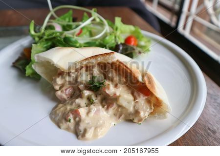 pita with tuna spread stuffed and vegetable