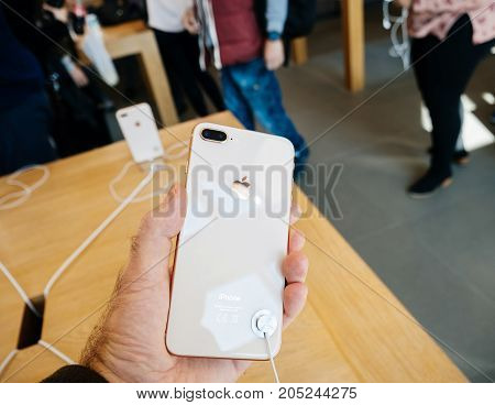 New Iphone 8 And Iphone 8 Plus In Apple Store With Pov On The Glass Body