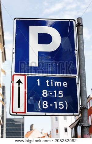 Danish parking road sign permits one hour of parking.