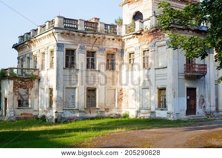 beautiful Grand old house the estate in need of restoration