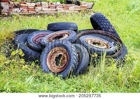there are very old historical tyres with disks