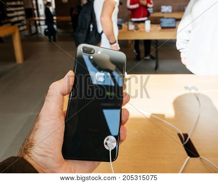 New Iphone 8 And Iphone 8 Plus In Apple Store