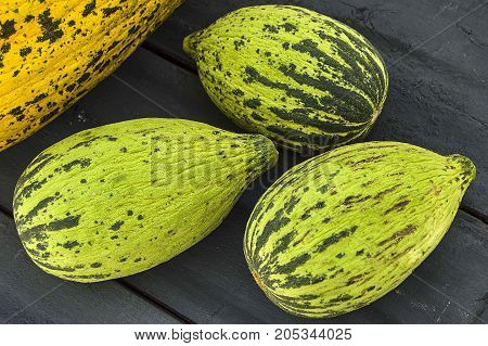 full immature small melons and fully ripe melon pictures,