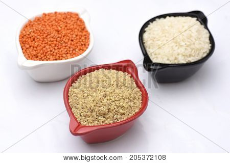 3 bowl of healty foods rices chickpeas and wheats