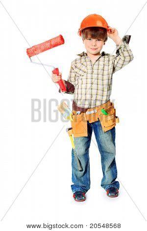 Kleine jongen met helm en hulpprogramma's. geïsoleerd op wit.