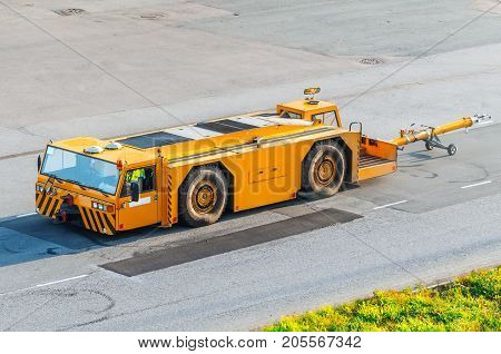 Aerodrome Tow Truck With Trailer Pusher For Aircraft