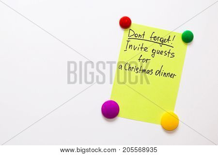 Fridge note with the text: Don't forget! Invite guests for a Christmas dinner