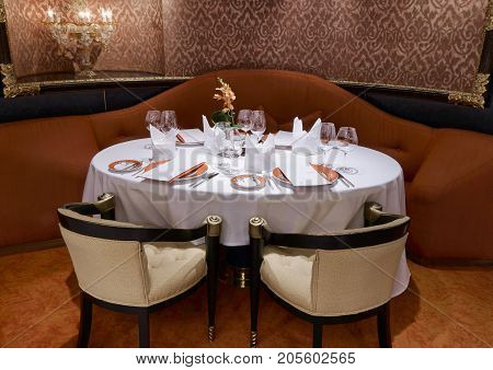 Luxury Classic restaurant with beautiful table setting. October 25 2006 - Ft. Lauderdale USA