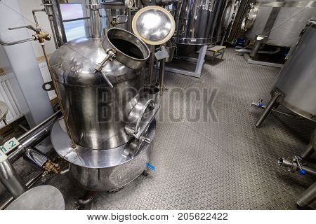 Equipment for the distillation of alcohol. Preparation workshop for pure alcohols.