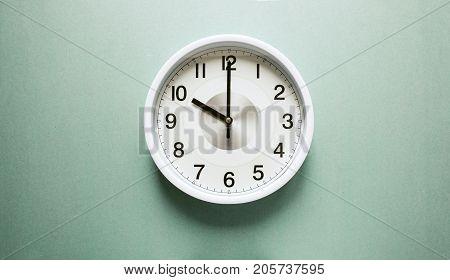 the clock arrow points to ten, ten o'clock