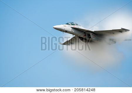 Jet fighter in a cloud of water viper