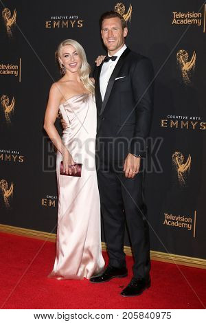 LOS ANGELES - SEP 9:  Julianne Hough, Brooks Laich at the 2017 Creative Emmy Awards at the Microsoft Theater on September 9, 2017 in Los Angeles, CA