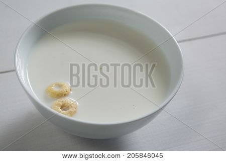 Close-up of healthy breakfast cereal in bowl