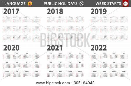 2017-2022 Year Calendar In Spanish Language, Week Starts From Sunday. Vector Calendar.