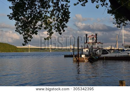Stillwater, Minnesota, May 24, 2019: The  Avalon, Large Paddleboat  And Riverboats In The Midwest Ar