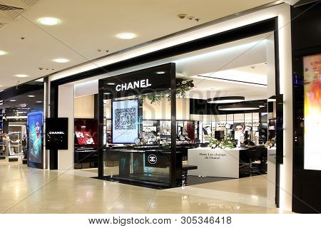 Showcase Large Store Chanel In The Shopping Center